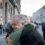 abbraccio, affetto tra persone
